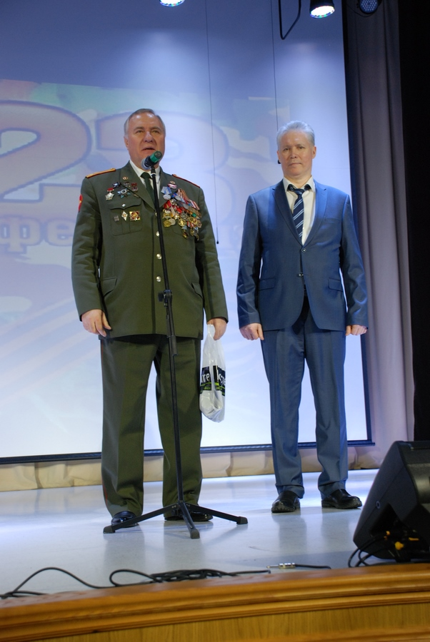 ca7e09d1 На празднике присутствовал почетный гость Морковский Валерий Николаевич,  военный комиссар с 22 октября 1994г. по май 2005 г., участник войны в  Афганистане, ...